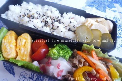 【今日のお弁当】「野菜炒め弁当」&「肉じゃが弁当」_c0332287_18422882.jpg