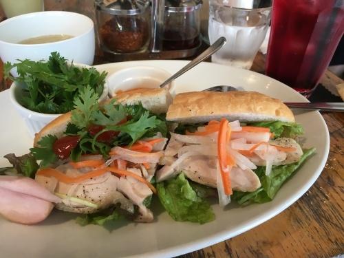ランチのグリーンカレーと鶏のバインミ―@パクチー屋+cafe_f0231189_12212336.jpeg