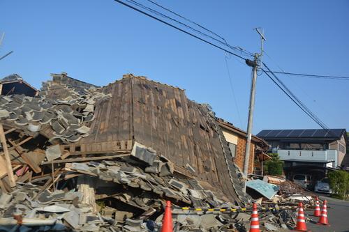 地震から一ヶ月過ぎても_c0085539_5463253.jpg