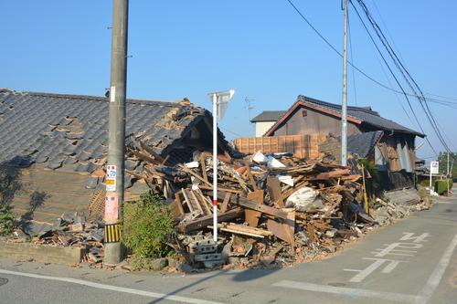 地震から一ヶ月過ぎても_c0085539_5472972.jpg