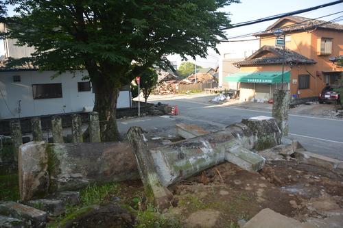 地震から一ヶ月過ぎても_c0085539_5522378.jpg