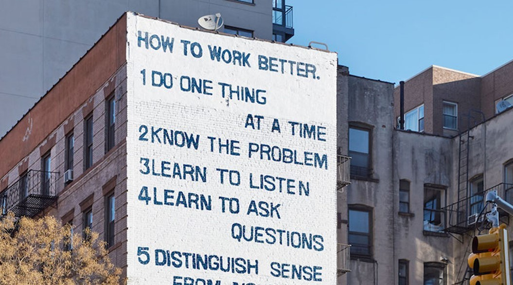 NYのビルに描かれた「10の仕事論」が話題に!_c0345439_15132093.jpg