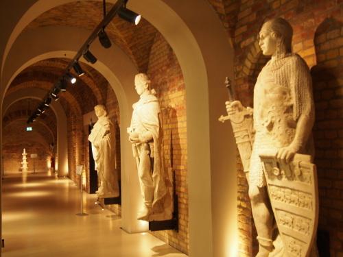 大迫力の議事堂!美術館!温泉!  魅力的なブダペストの街を満喫♪_c0351060_20245366.jpg