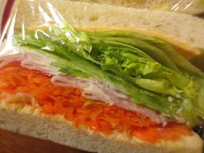キビヤベーカリーと一昨日のサンドイッチ。_f0231189_08182687.jpg