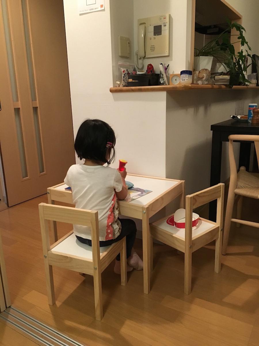 IKEAの子供用テーブル_c0201749_3132984.jpg