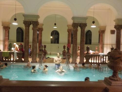 大迫力の議事堂!美術館!温泉!  魅力的なブダペストの街を満喫♪_c0351060_12114577.jpg