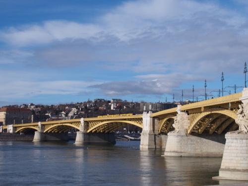 大迫力の議事堂!美術館!温泉!  魅力的なブダペストの街を満喫♪_c0351060_20051693.jpg