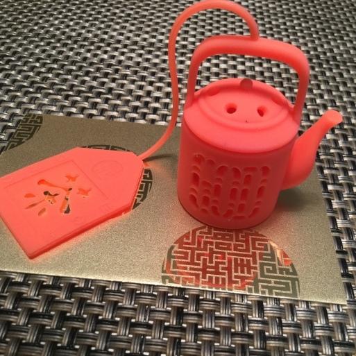 お茶の時間が楽しくなる・・香港のお土産_b0210699_23463810.jpg