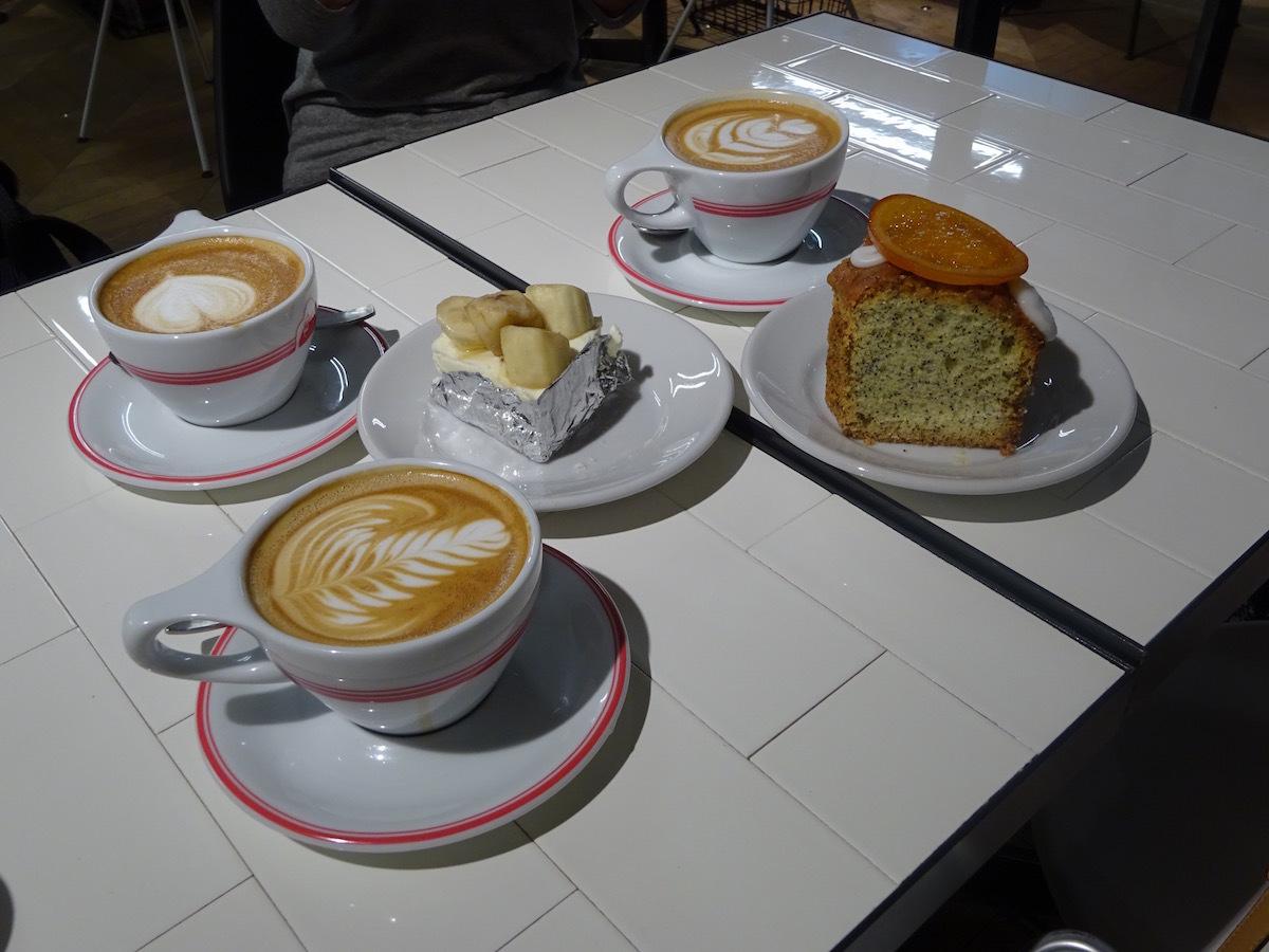 ゴリラコーヒーでケーキ&ラテ_e0230011_17400928.jpg