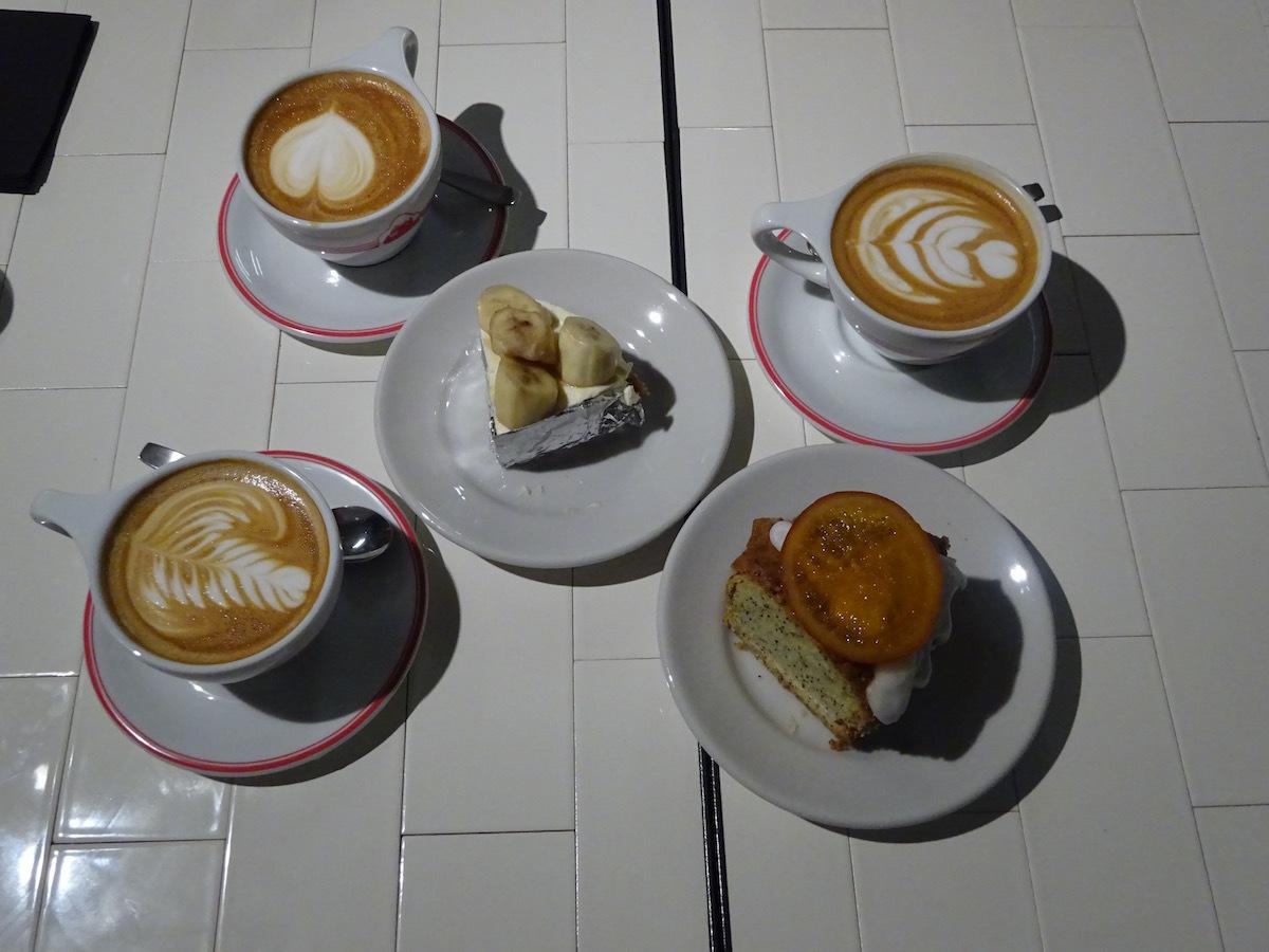 ゴリラコーヒーでケーキ&ラテ_e0230011_17404840.jpg