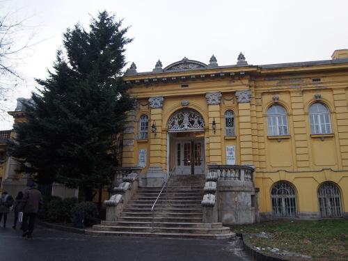 大迫力の議事堂!美術館!温泉!  魅力的なブダペストの街を満喫♪_c0351060_16595165.jpg