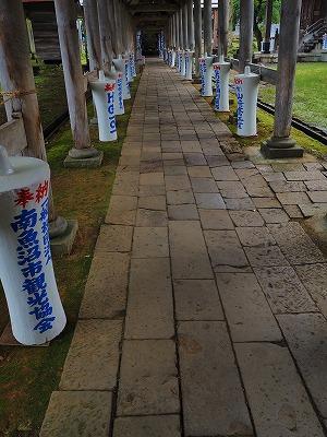 雨降りの毘沙門堂と観光者_c0336902_16235798.jpg