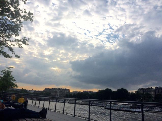 セーヌ川の浮島と遊歩道_d0337937_23335680.jpg
