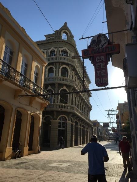 キューバの街角 _a0103940_22301993.jpg