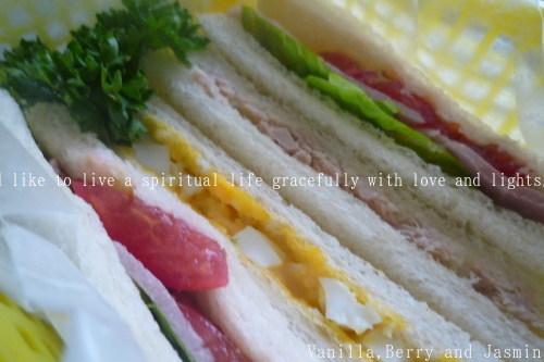 【今日のお弁当】「鮭のムニエル弁当」&「豪華!ステーキ弁当」_c0332287_10461259.jpg
