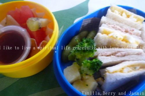 【今日のお弁当】「鮭のムニエル弁当」&「豪華!ステーキ弁当」_c0332287_10463213.jpg