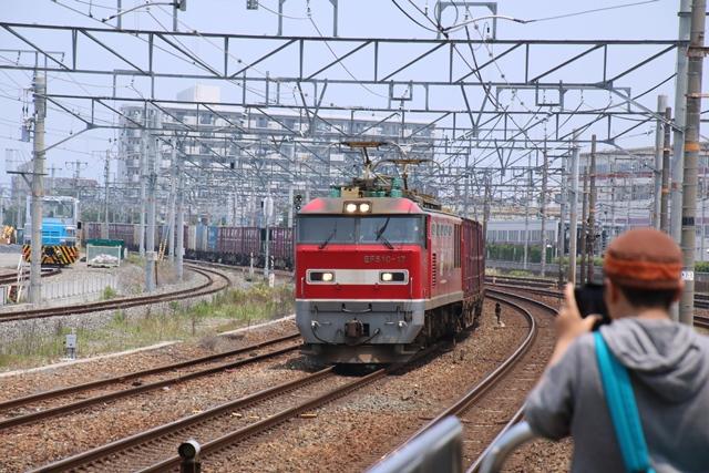 東海道本線JR岸辺駅にて・・・・貨物列車レッドサンダーに逢う _d0181492_21125895.jpg