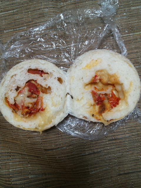 オハナベーカリー ドライトマト(モッツァレラチーズ入り)_f0076001_2147302.jpg