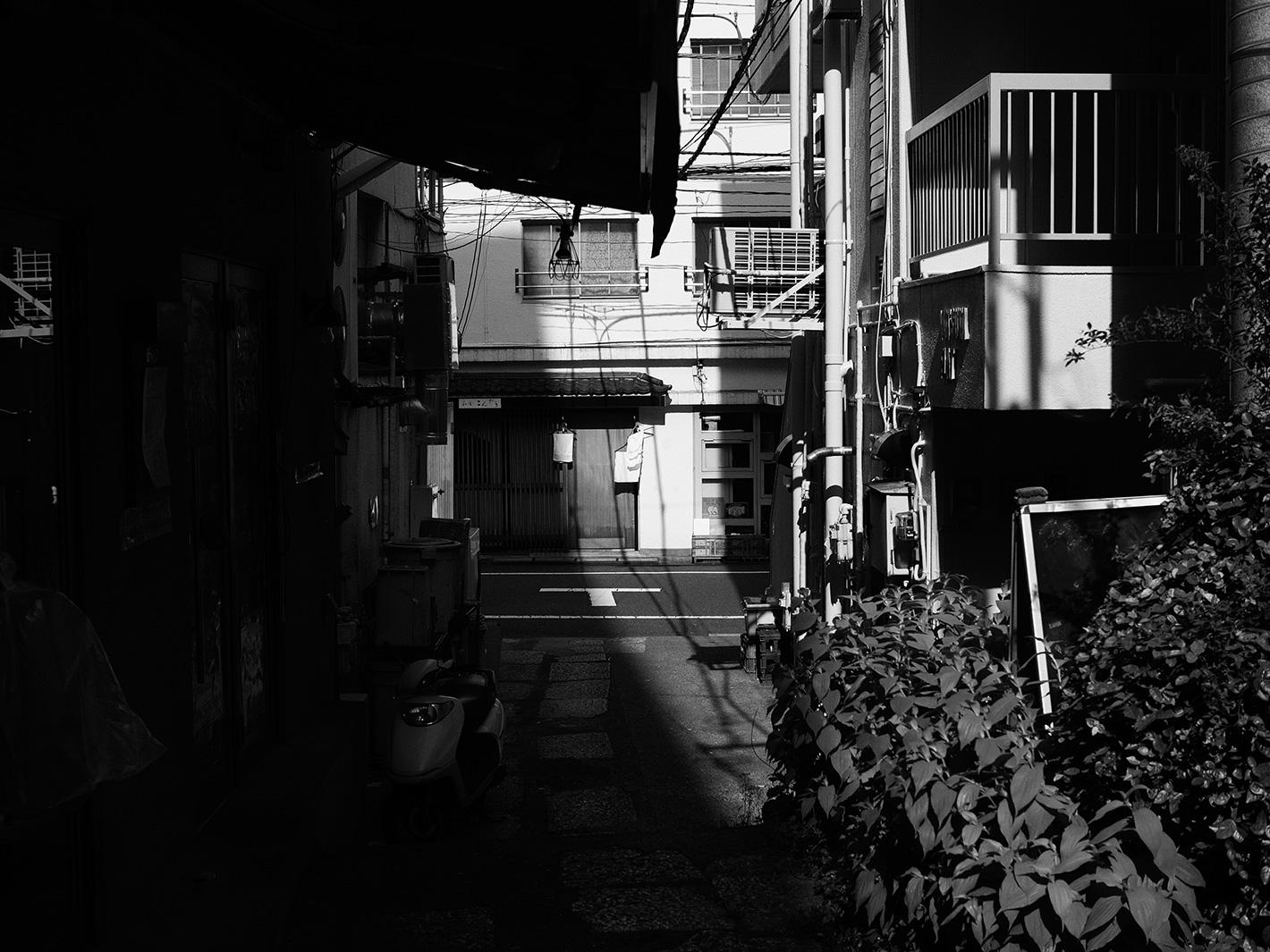 光と影の街_f0121181_5184694.jpg