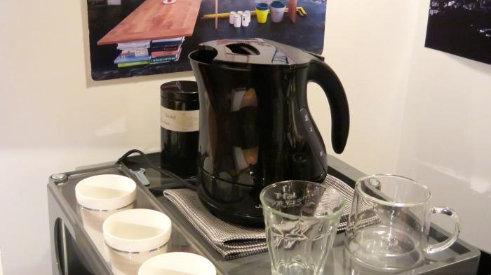 お茶ぐらい出します。_c0362506_17301217.jpg