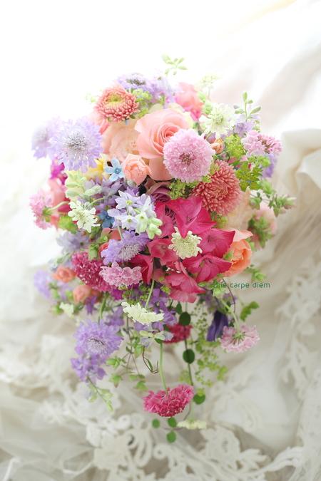 シャワーブーケ 帝国ホテル様へ 花モチーフドレスに花冠と_a0042928_1152499.jpg