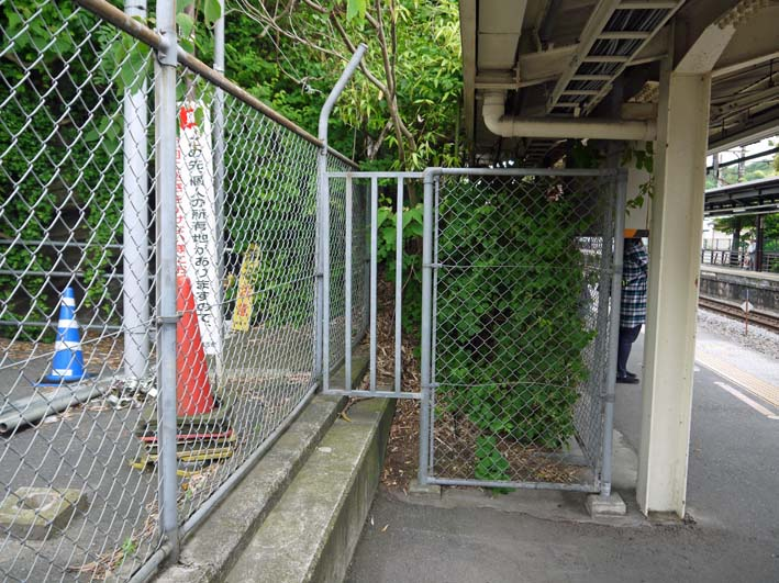 横須賀線は円覚寺の結界である緑の洞門避けて開通_c0014967_1182485.jpg