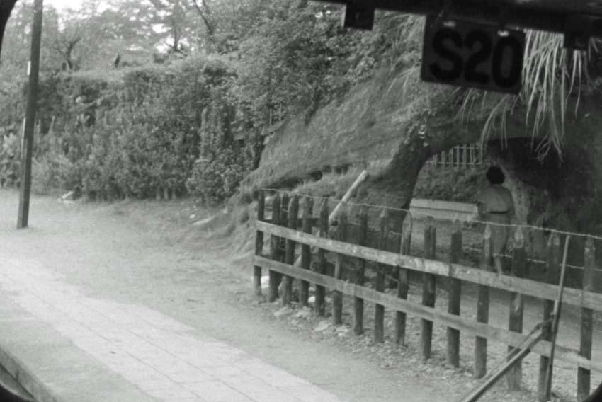 横須賀線は円覚寺の結界である緑の洞門避けて開通_c0014967_646115.jpg