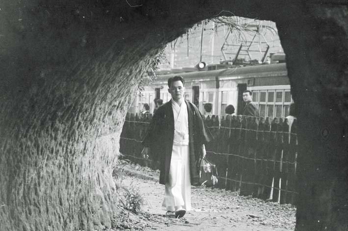 横須賀線は円覚寺の結界である緑の洞門避けて開通_c0014967_6464976.jpg