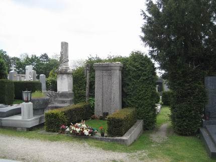 マーラーの墓参り (グリンツィング墓地)_a0280569_22333159.jpg
