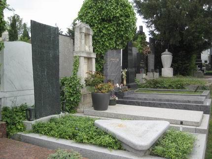 マーラーの墓参り (グリンツィング墓地)_a0280569_22344096.jpg