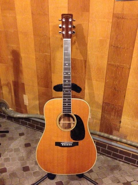 Martin D-35 1966年 きちんとセットアップされた古いマーチンギターのええやつは違うぞ。_a0334793_20360910.jpg