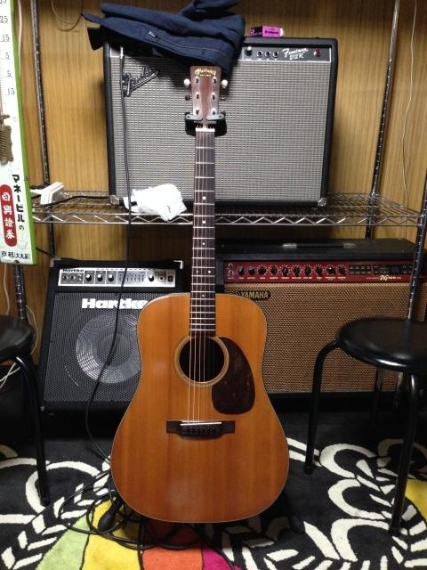 Martin D-35 1966年 きちんとセットアップされた古いマーチンギターのええやつは違うぞ。_a0334793_20381149.jpg