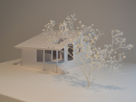 自然に寄り添う、アウトドアリビングをもつ大屋根の家_b0183404_17193192.jpg