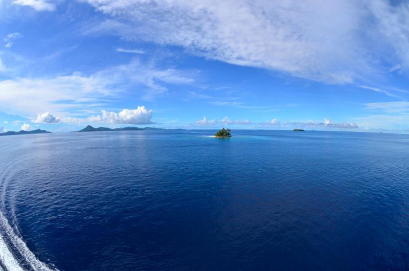海の日開催!話題の無人島「JEEP島写真展」~宮地岩根~_c0221922_1131218.jpg