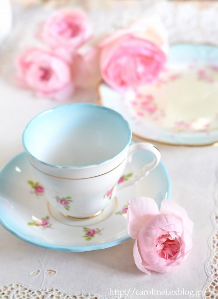 誕生日のアンティーク   Antique Rose Cup and Saucer and Dish_d0025294_16473136.jpg