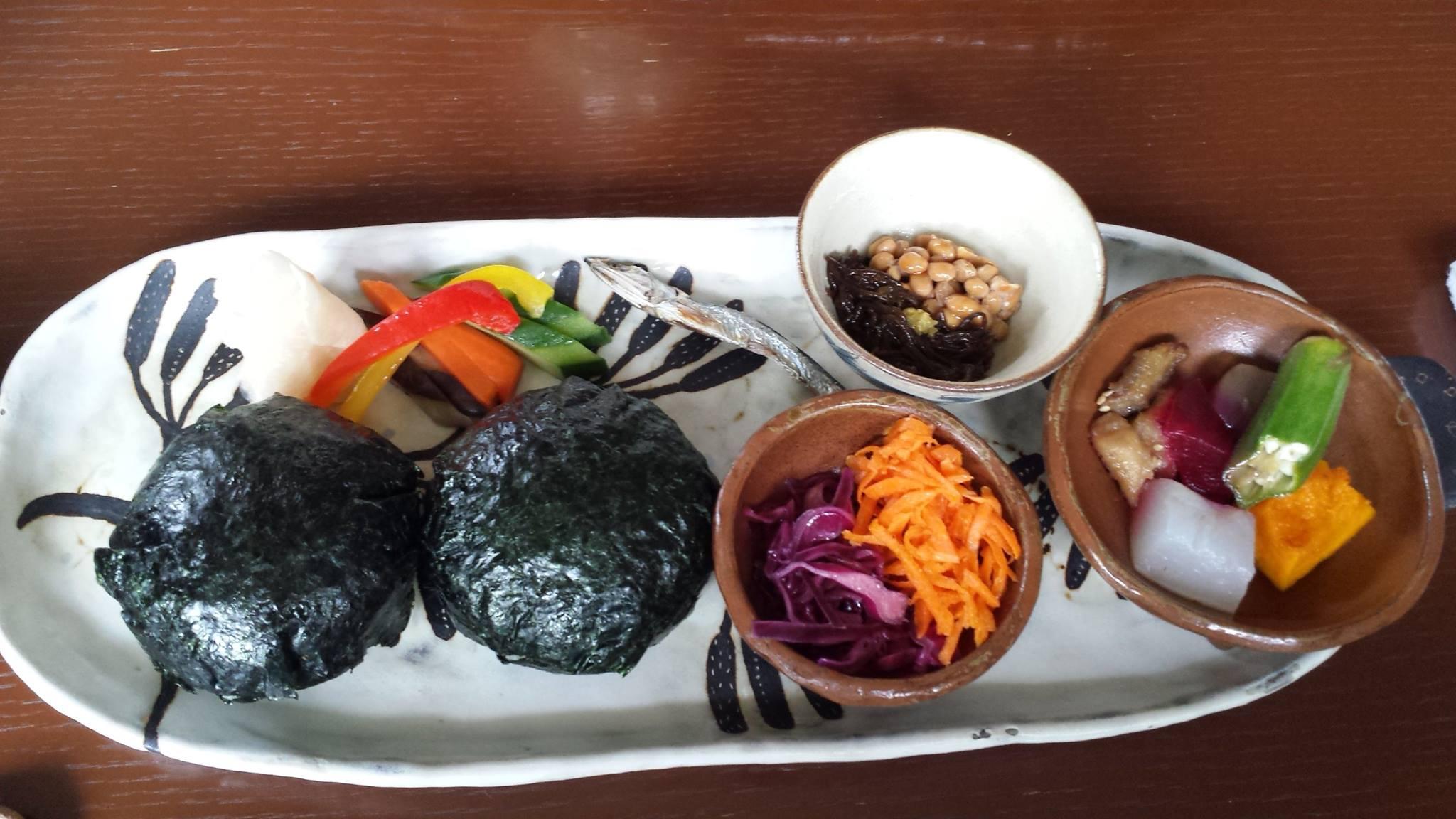 佐藤初女さん直伝のおむすびが食べられる沖縄の「めぇみち」_f0186787_1802437.jpg