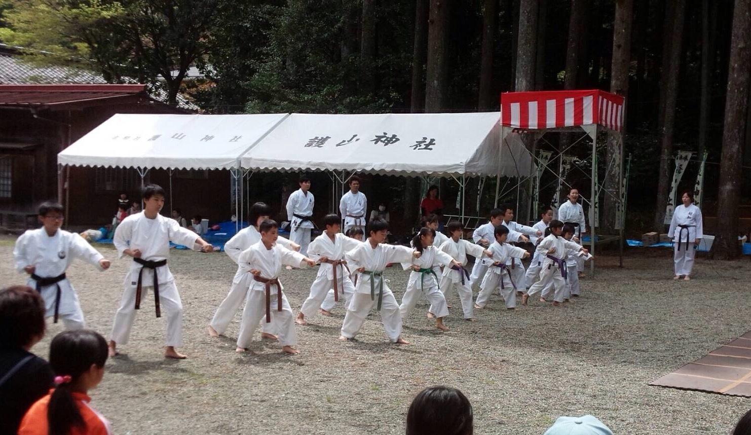 護山神社春の祭典(空手奉納)_d0010630_16184538.jpeg