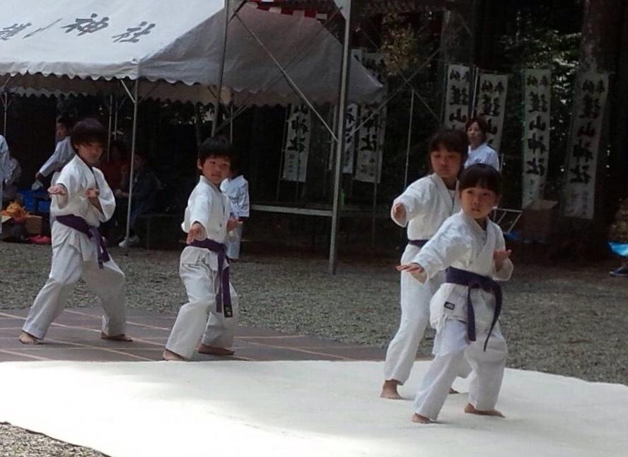 護山神社春の祭典(空手奉納)_d0010630_16192241.jpeg