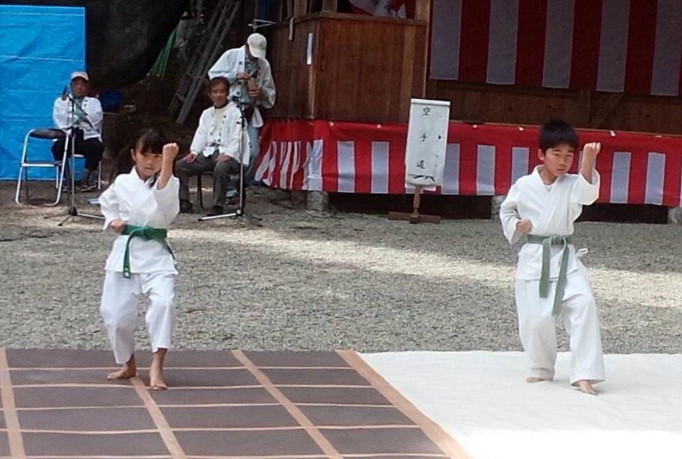 護山神社春の祭典(空手奉納)_d0010630_16200528.jpeg