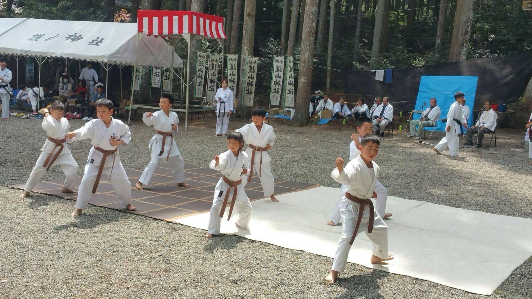 護山神社春の祭典(空手奉納)_d0010630_16203412.jpeg