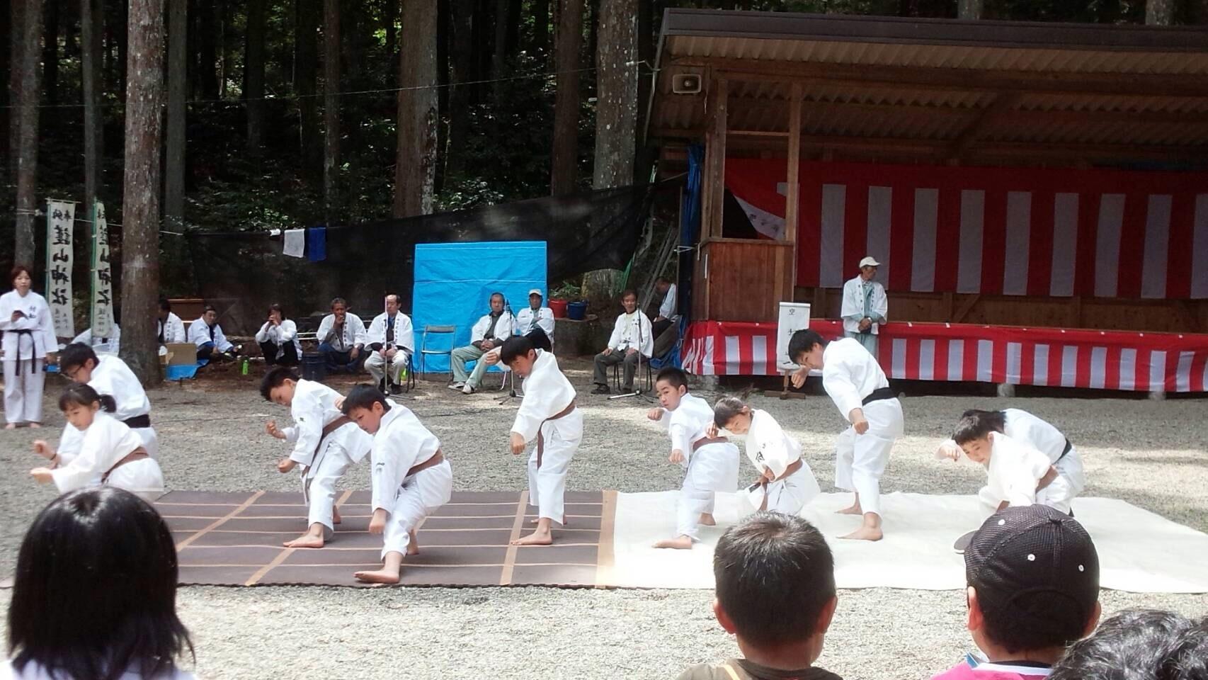 護山神社春の祭典(空手奉納)_d0010630_16233452.jpeg