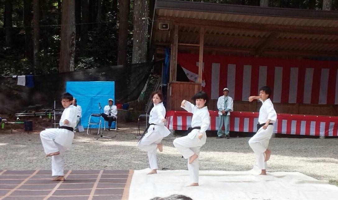 護山神社春の祭典(空手奉納)_d0010630_16242240.jpeg