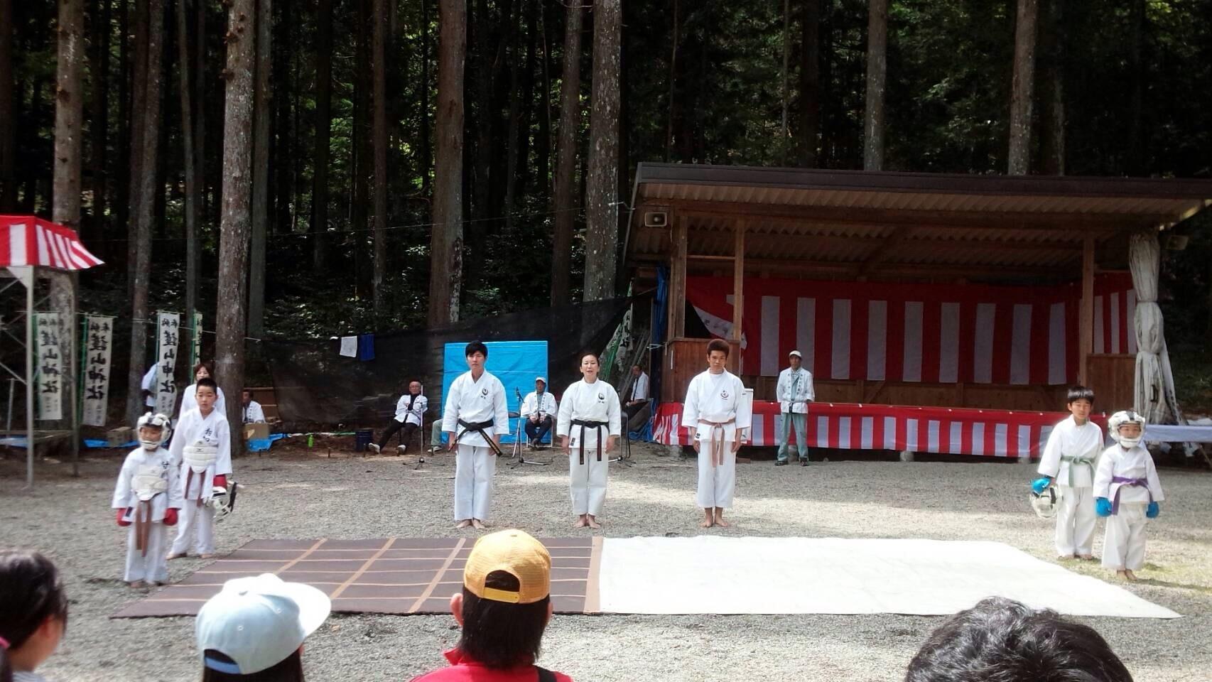 護山神社春の祭典(空手奉納)_d0010630_16253270.jpeg