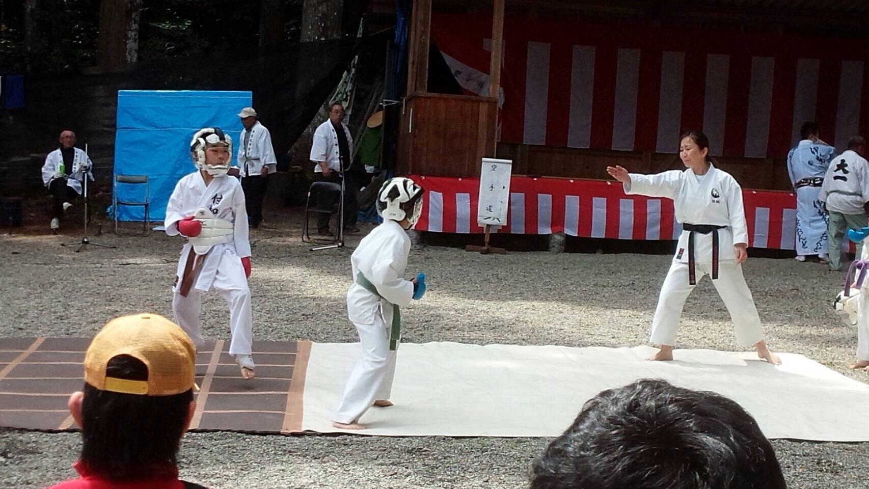 護山神社春の祭典(空手奉納)_d0010630_16265705.jpeg