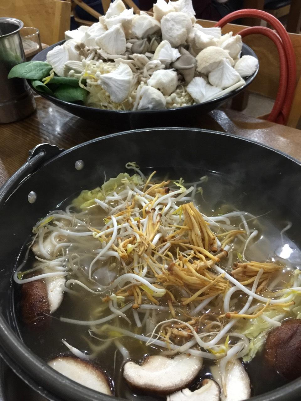 驚愕のキノコ鍋 in 弘大(ホンデ)_b0060363_155343.jpg