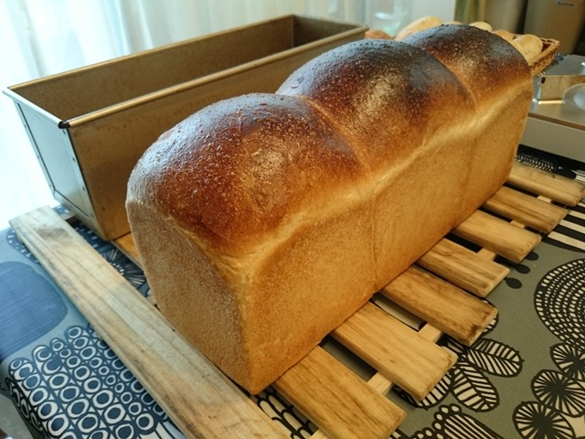 食パンに焼き入れました_e0167593_1582485.jpg