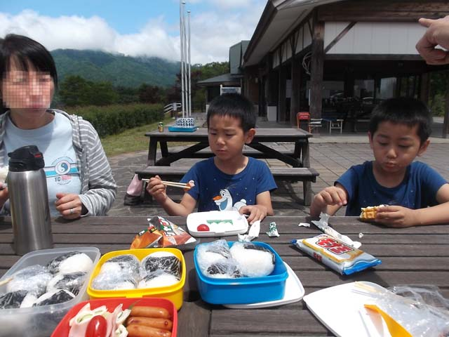 孫たちと山の公園へ 長男の作ったお弁当_f0019498_1833612.jpg