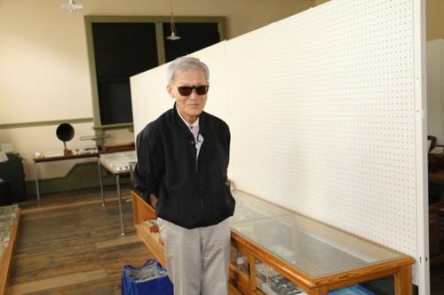 富川 義郎名誉教授にお越し頂き、重文本館展示室の整備の打ち合わせ&準備を行う_c0075701_12504715.jpg