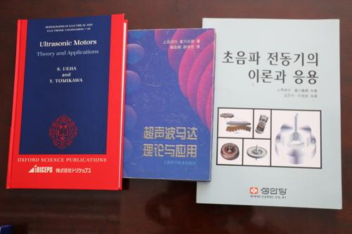 富川 義郎名誉教授にお越し頂き、重文本館展示室の整備の打ち合わせ&準備を行う_c0075701_12512292.jpg