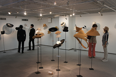石田欧子 帽子展 「LE COUP DU CHAPEAU−パリの後で」開催中です!_f0171840_1461019.jpg